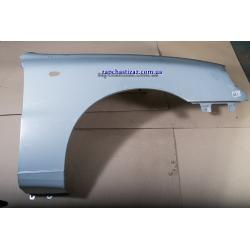 Крыло переднее правое оригинал (с отверстием под поворотник)