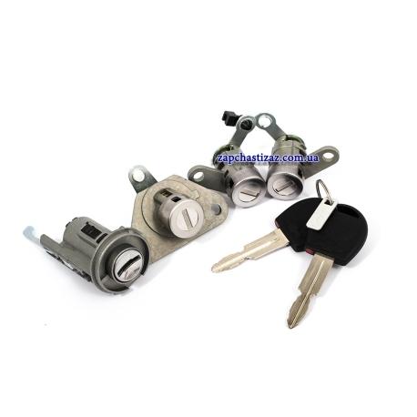 Замки с ключами к-т Авео T200 седан GM 96585581 GM